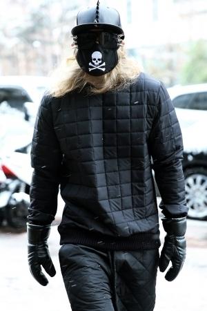 ByTheR黑色喷气卫衣