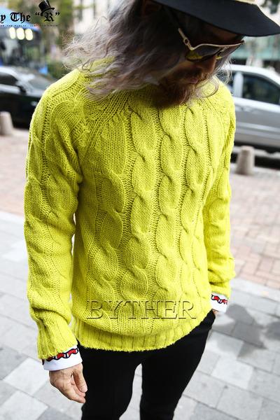 Twisted Knit Raglan T-Shirt