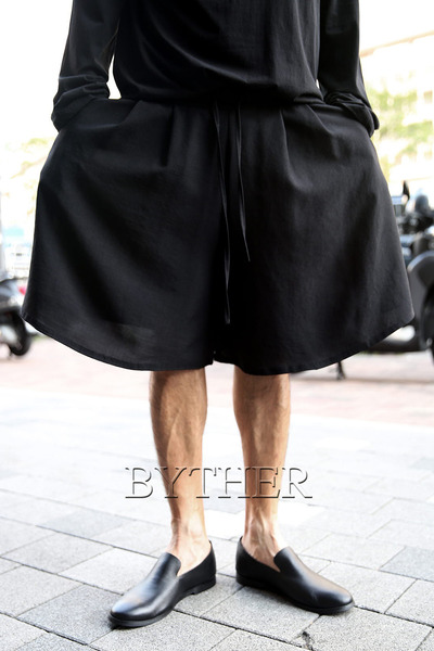 ByTheR Over Wide Banding Shorts