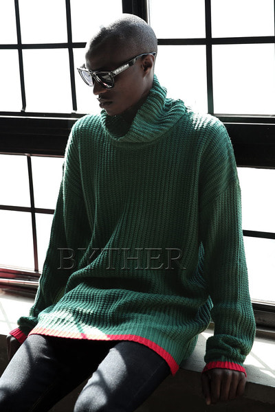 Color Line Turtleneck Knit Tee